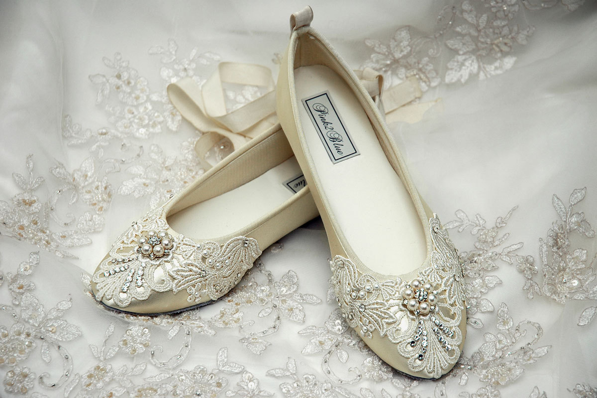 flat-lace-wedding-shoes-